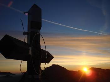 Sončni vzhod s Storžiča - foto Janez Rebernik