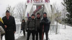 Gasilska pred spomenikom