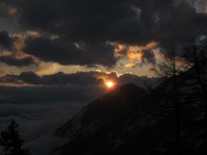Sončni zahod po sneženju